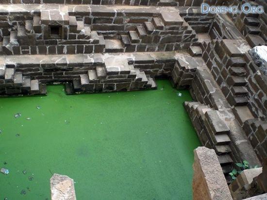 Индийский колодец Chand Baori 16 фото