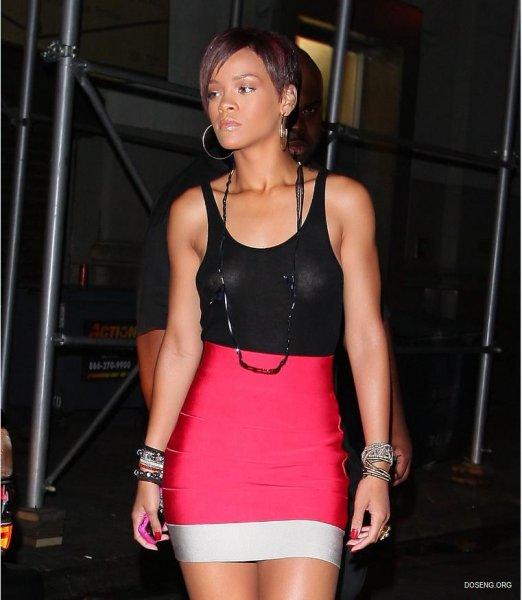 Красавица Rihanna в прозрачной майке