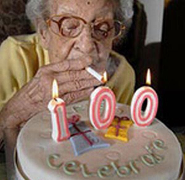 Британка отметила столетний юбилей 170-тысячной сигаретой