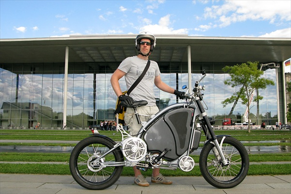 Человеко-моторный гибридный мотоцикл eROCKIT