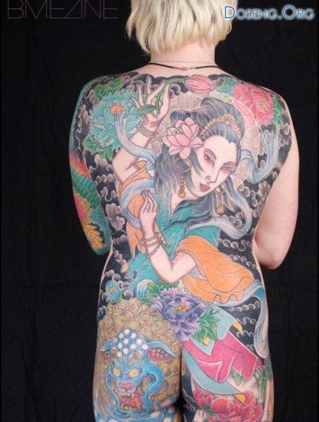 Девушка-татуировка