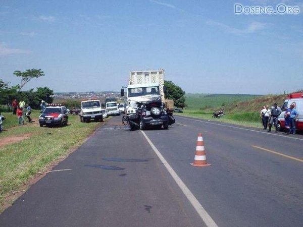 Авария легковушки и грузовика