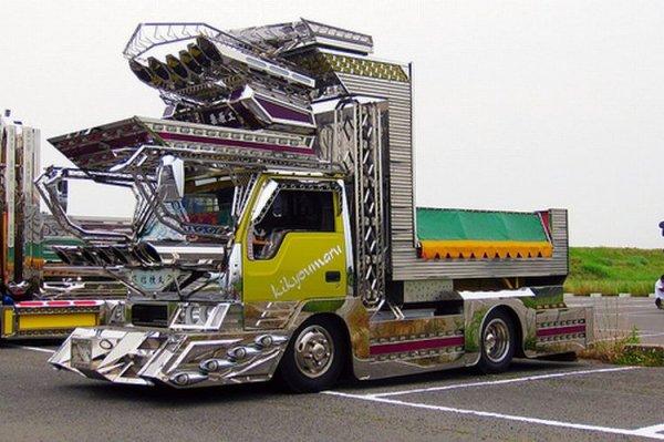 Тюнингованные японские грузовики (10 фото)