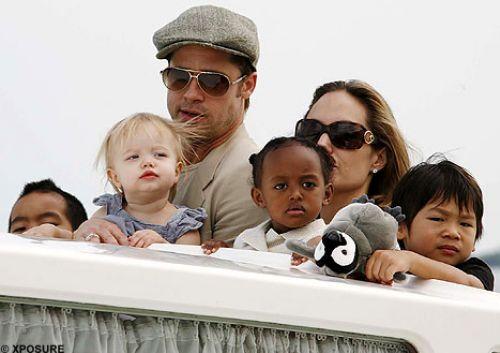 Брэд и Анджелина усыновляют еще одного ребенка