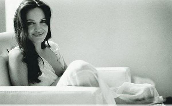 Бред Питт опубликовал домашнюю фотосессию Анджелины Джоли (8 фото)