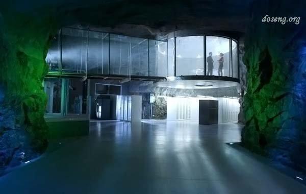 Дата-центр в ядерном бункере (11 фото)