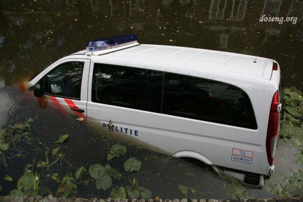 Голландские полицейские (5 фото)