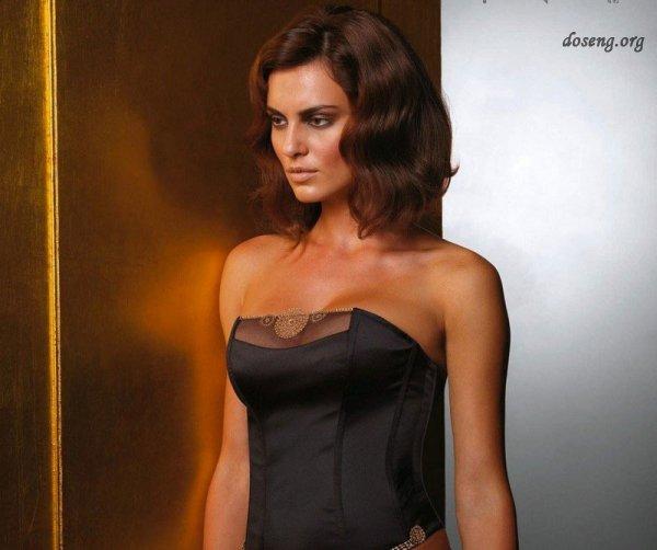 Catrinel Menghia - модель женского нижнего белья (19 фото)