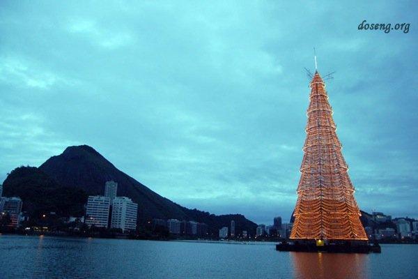 Плавучая рождественская елка в Рио-де-Жанейро (5 фото)