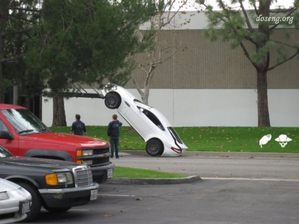 Aston Martin после аварии (3 фото)