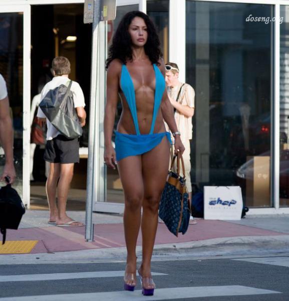 Девушки на улицах города
