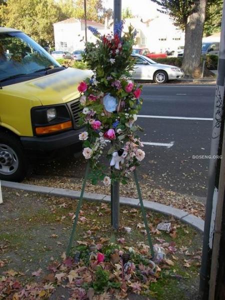 Памятник жертве аварии (2 фотографии)