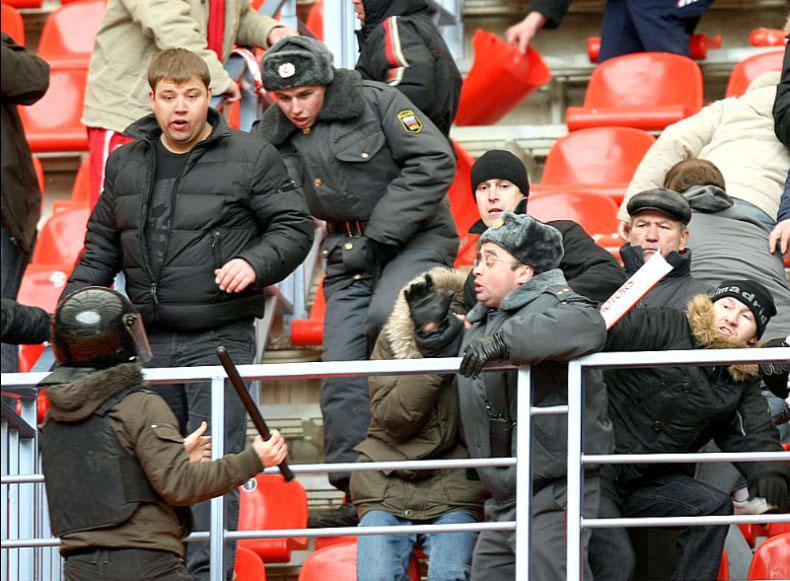 Беспорядки во время матча Спартак - Зенит (26 фото)