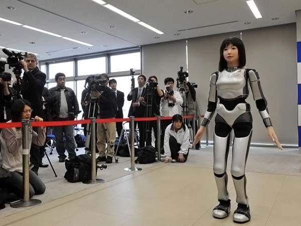 HRP-4C – робот-девушка (4 фото)