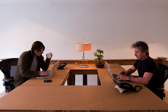 Офис из картона в Амстердаме (13 фото)