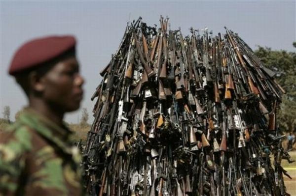 Уничтожение конфискованного оружия (5 фото)
