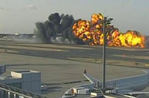 Авиакатастрофа транспортного самолета в Японии (4 фото)