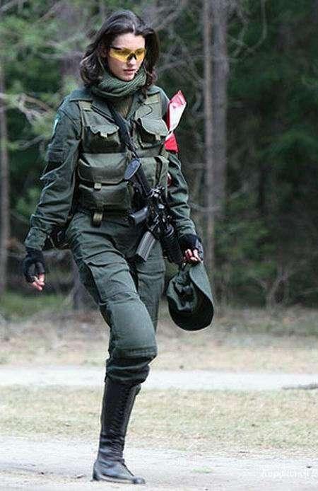 Эро фото блондинок в военной форме из соц сети