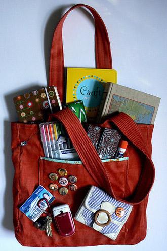 Женская сумочка.  Раскрываем секрет содержимого.