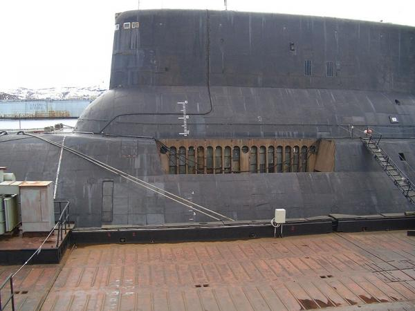 Акула: Cамая большая лодка в мире (95 фото)