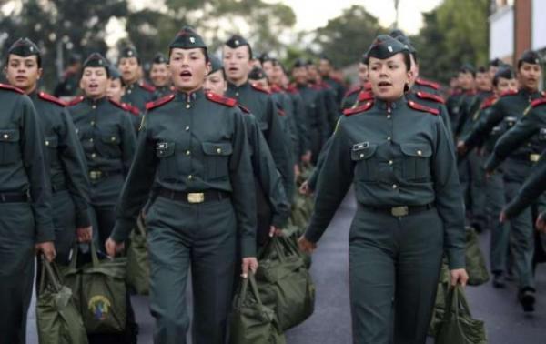 Женская армия в Колумбии (13 фото)