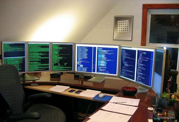 Вот как должно выглядеть рабочее место программиста (8 фото)