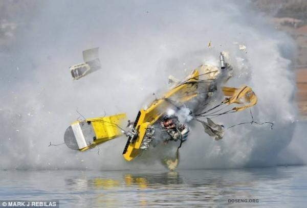 Ужасная авария на воде (7 фото)