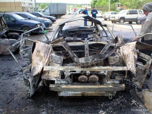 В Москве взорвался автомобиль (5 фото)