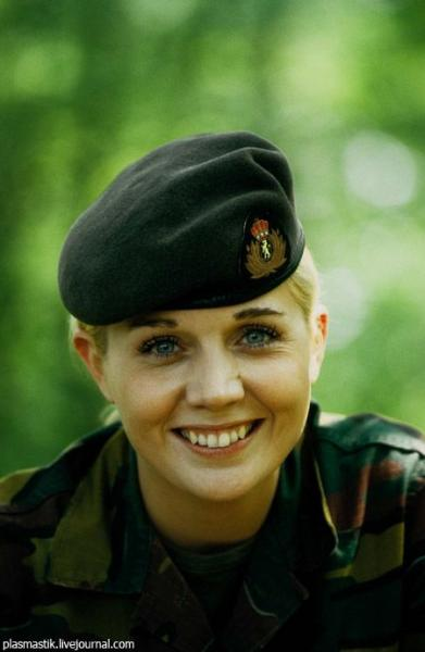 Девушки в армии со всех стран мира 71