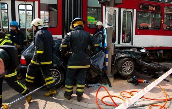 Удивительная авария в центре Таллина (26 фото)