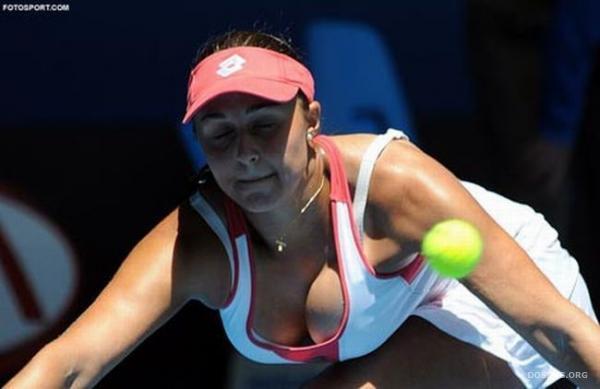 Самая большая грудь в теннисе - Симона Халеп (20 фото)
