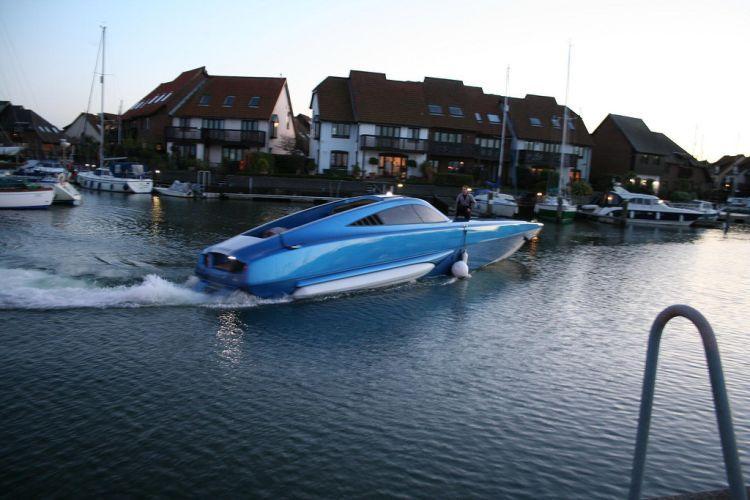 моторная лодка богатой