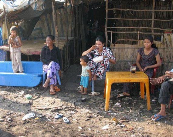 Деревня из мусора (7 фото)
