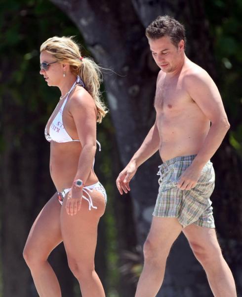 Бритни Спирс в бикини (7 фото)