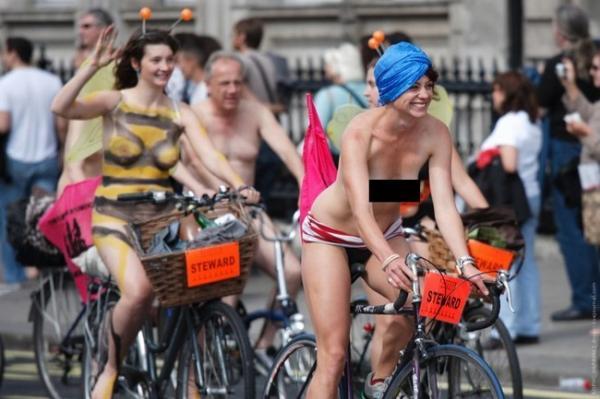 Голый марш велосипедистов (10 фото)