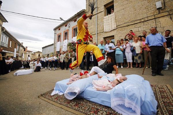 Жуткий ритуал (3 фото)