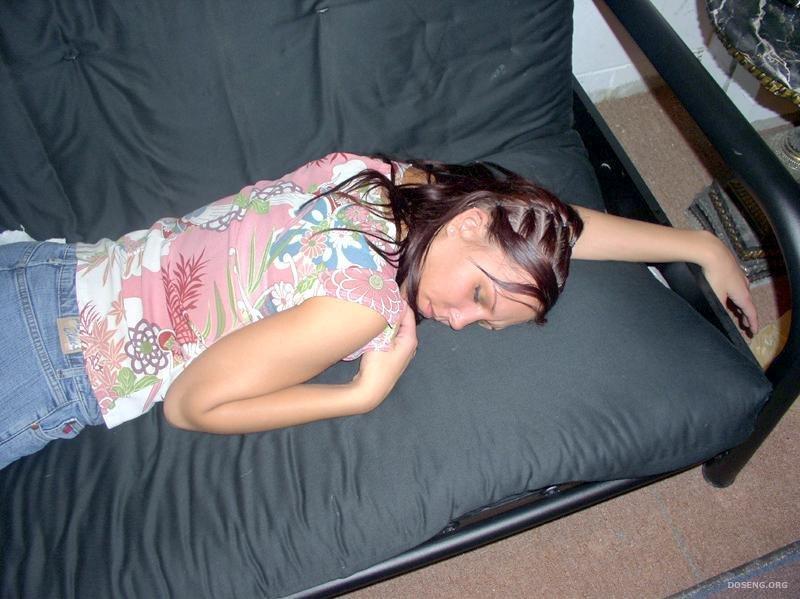 фото спящих девчат кешью воде ночь