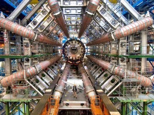 Запуск адронного коллайдера снова отложен