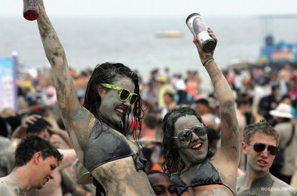 Фестиваль морской грязи (17 фото)