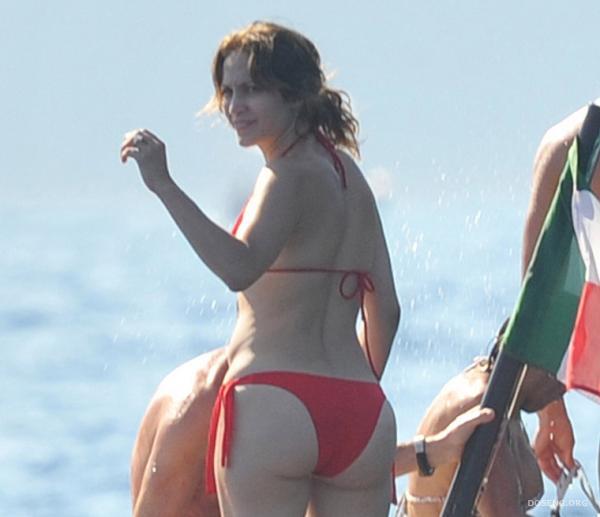 Дженнифер Лопес в бикини (9 фото)