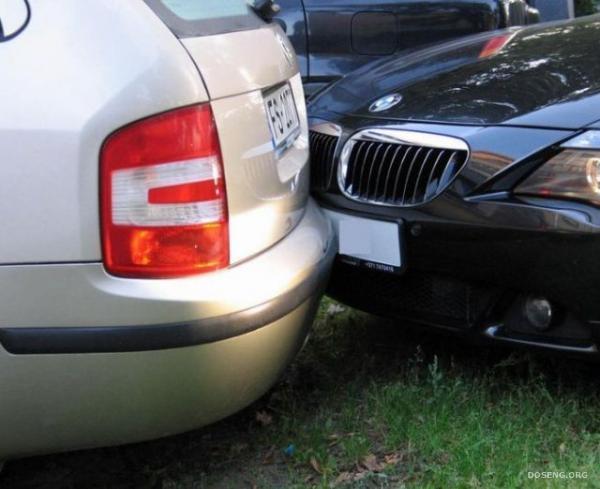Стукнул машину и уснул за рулем (3 фото)