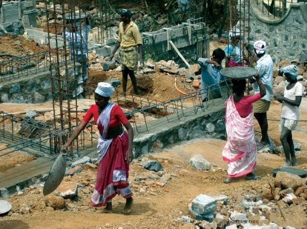 Женский труд в Индии (14 фото)