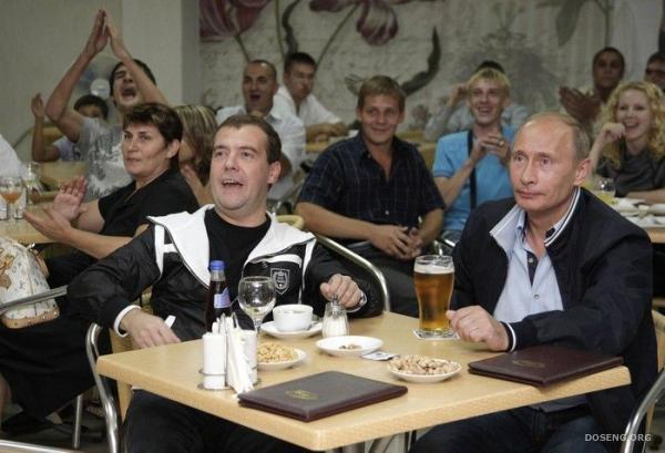 Как Путин и Медведев смотрели товарищеский матч Россия - Аргентина (6 фото)