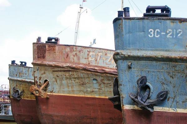 Заброшенные корабли в Новосибирске (63 фото)