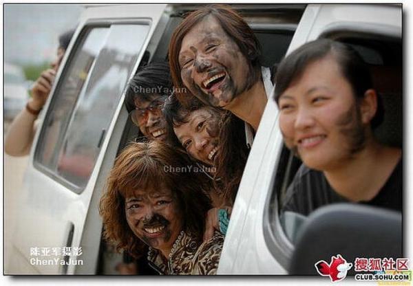 Фестиваль окрашенных лиц в Китае (11 фото)