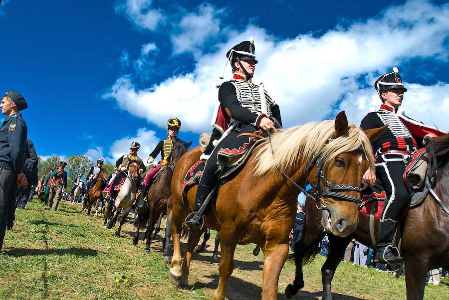 Кульминацией праздника является военно-историческая реконструкция эпизодов Бородинского сражения на...