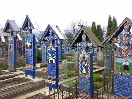 Необычное кладбище (9 фото)