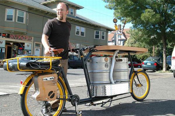 Велосипед с пивом и музыкой (4 фото)