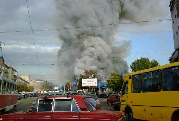 Пожар на рынке Славянка в Днепропетровске (18 фото)