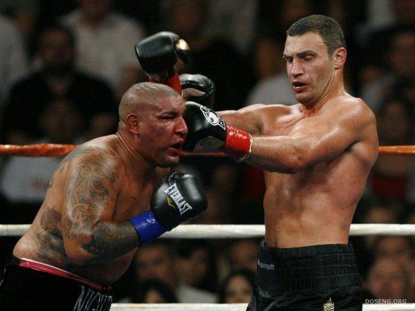 Виталий Кличко против Криса Арреола (7 фото)